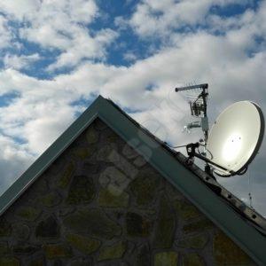 satelitni antena na stozaru